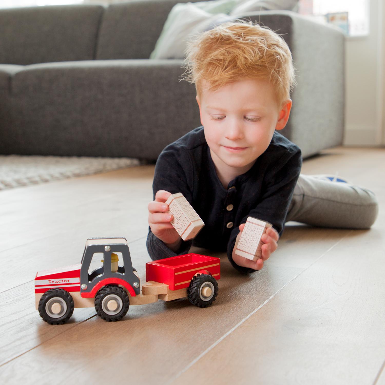 Bauernhof Holzspielzeug New Classic Toys 11943 Traktor mit Anhänger und Heuballen